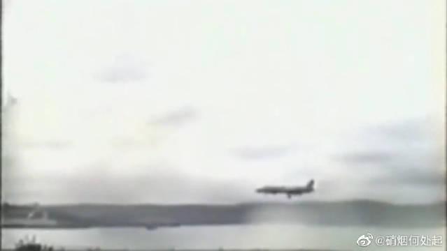 """美军F-35的""""祖父""""——""""雅克141""""战机坠毁瞬间"""