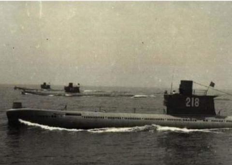 """中国潜艇刚冒头,就被友军战舰""""切成""""两段,39名官兵仅一人逃生"""