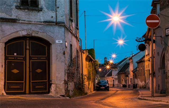 欧洲最美小镇肖普朗,浓缩匈牙利历史人文精华,居民却没有夜生活
