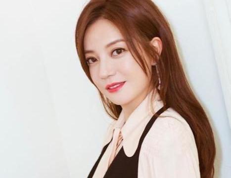 刘涛4年还5亿,孙芸芸6小时赚12亿,圈里的女人到底多能吸金?