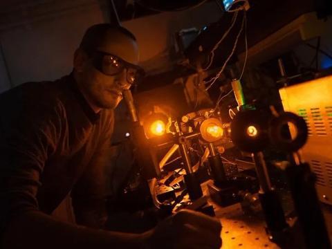 最新改进的激光器,将有助于大型光学望远镜,收集更准确的数据!
