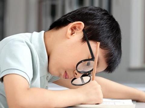 """""""三年级分水岭""""现象无法避免?聪明孩子更容易陷入学习陷阱"""