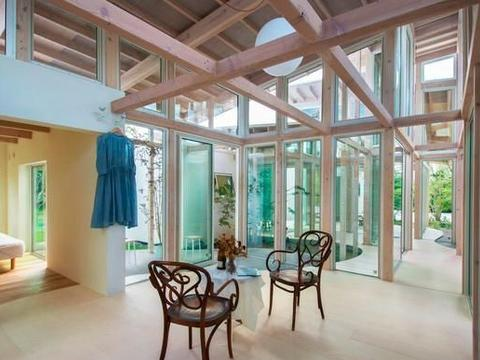 """日本""""悬浮屋顶""""住宅,树篱间游离的自由空间"""