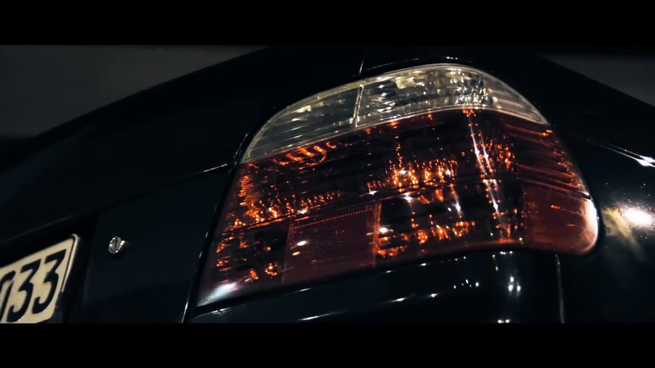 视频:第三代BMW 7系E38,经过风雨的洗礼,帅气依旧