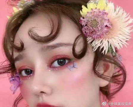 小姐姐的妆容简直太精致了,粉粉嫩嫩的太喜欢了
