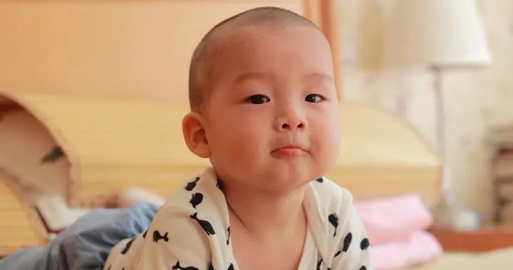 天热了宝宝身上痱子一茬接一茬,不用爽身粉,做好6点轻松预防