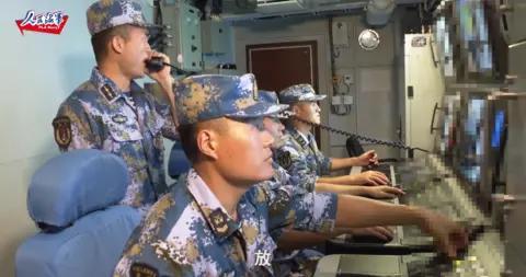 南部战区海军某驱逐舰支队舰艇编队在南海实战化训练