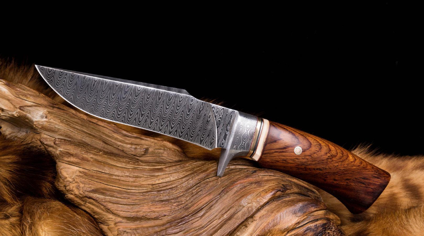 鲨鱼鳍造型反刃,简洁有力,粗犷而不失优雅。这样的博伊刀……
