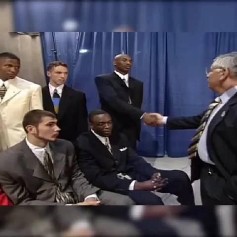 1996届新秀们向斯特恩主席自我介绍……