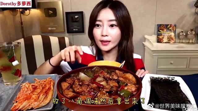 韩国吃播:吃爆辣可乐炖鸡肉,加入最爱的萝西宽粉,味道超级棒