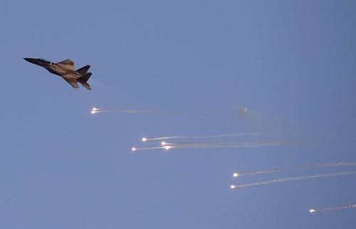 冲突升级 以军战机空袭伊朗军事基地 德黑兰向特朗普发逮捕令