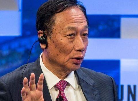 亏了200亿顶不住了?富士康突然宣布,郭台铭想回国了?