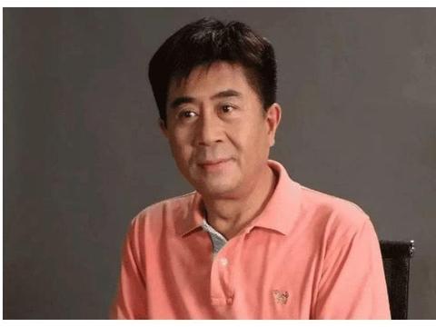 62岁老戏骨郭凯敏,二婚娶尤勇前妻很幸福,儿子长相英俊比他帅