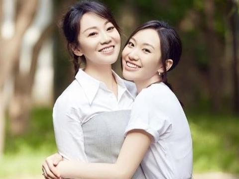 闫妮女儿大学毕业照流出,22岁邹元清遗传妈妈基因,星味儿十足