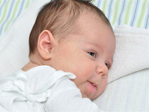 """宝宝身上有异味?可能是疾病发出的""""信号"""",日常护理要注意"""