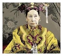 历史上唯一穿龙袍下葬的女人,武则天都不敢这么做,慈禧亦不敢