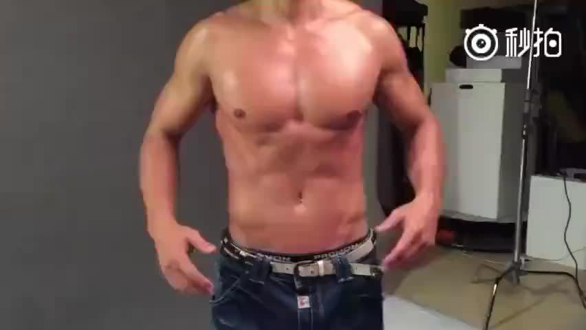 明星教练刘畊宏教你如何消除肚子脂肪