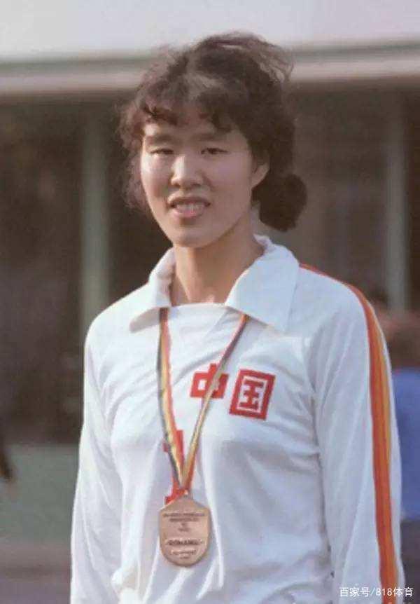 女排79年香港夺冠霍英东办庆功宴!请邓丽君献唱2首,郎平们惊呆了