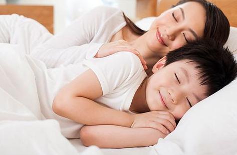 """孩子睡眠2岁是分界线,引导不好秒变""""睡渣"""",这3点一定要坚守"""