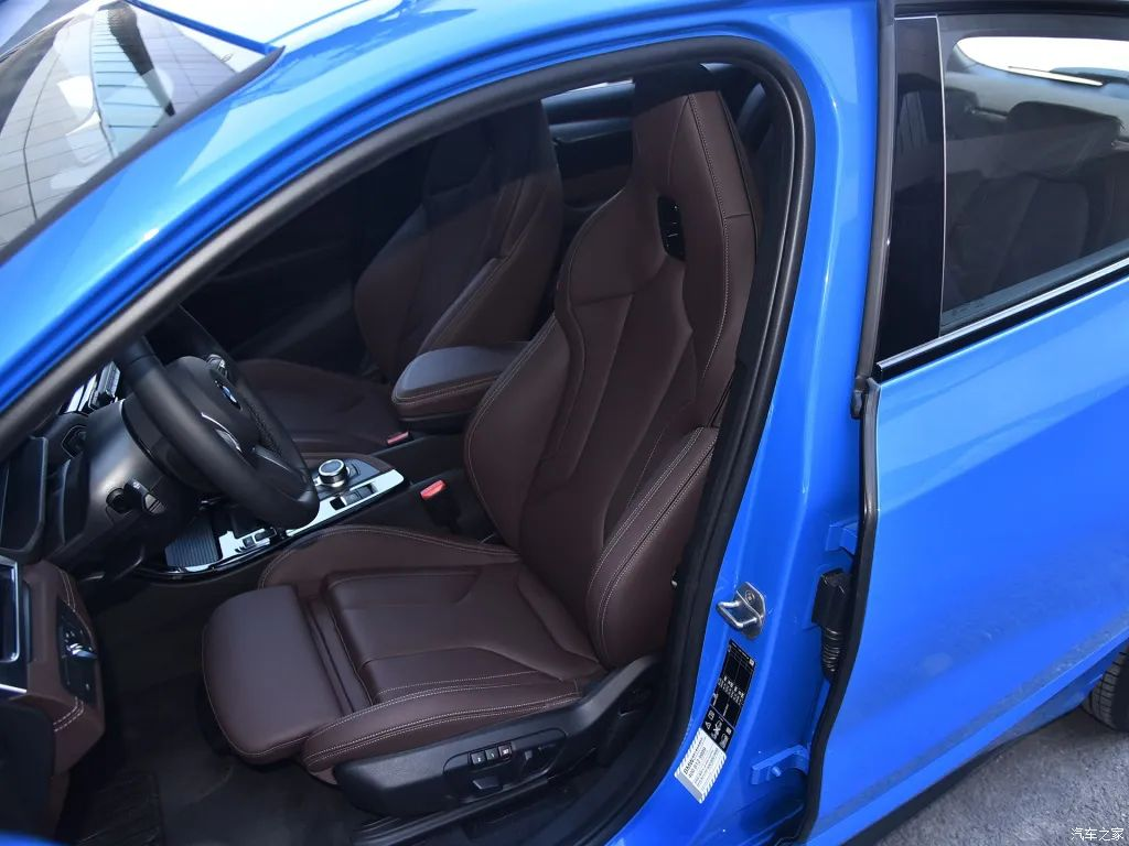 这台豪华SUV国产降4万,还有10.25英寸大屏+19英寸大轮圈