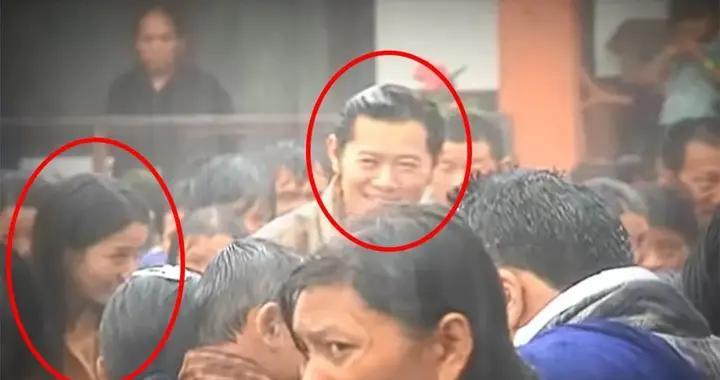 """30岁不丹王后全身淋湿,在暴雨中成了""""落汤鸡"""",笑容却无比灿烂"""