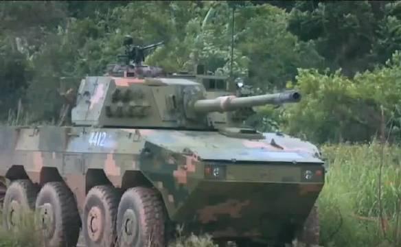 我们的轻型轮式装甲车的火力可以和主战坦克媲美了