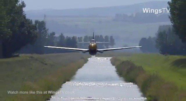 百年灵飞行表演队二战名机超低空表演