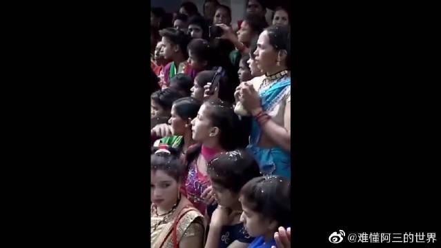 印度的传统节日,给聚众斗殴一个合理的理由~