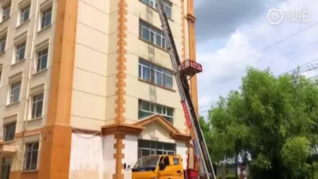 宿舍楼没电梯高校用云梯升降机帮毕业生搬行李