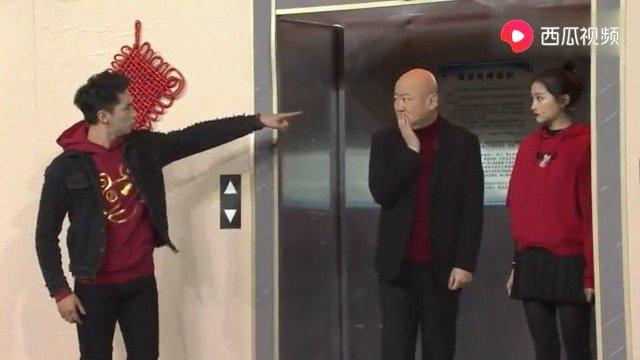 关晓彤与男友闹分手,把郭冬临夹在电梯中间,直接整的脑神经痛……