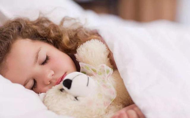 晚睡晚起对身体健康不利,孩子的睡眠,完全取决于大人的选择