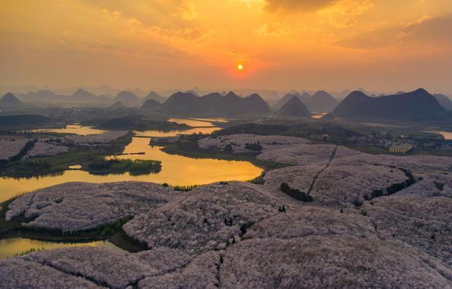 """贵州又现一大""""绝世美景"""",虽门票高达120,但游客数量只增不减"""