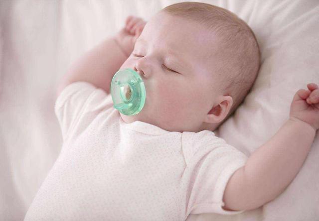 宝宝吃夜奶,次数不是越多越好,不然会危及健康