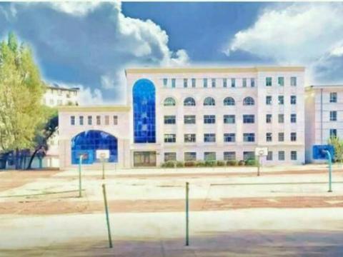 """鹤岗市第三中学2019高考""""低进高出"""""""