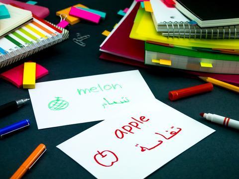 对于父母离异,不愿参加集体活动学生,老师应该怎样引导