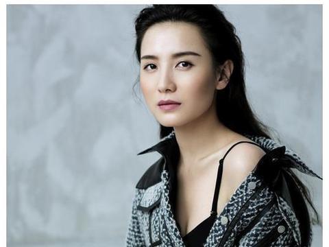 39岁小宋佳,简直是性感尤物!身材太有料了,满是成熟女人的韵味