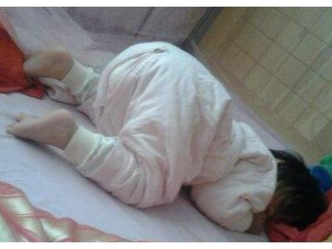 """宝宝""""趴睡""""需要制止吗?若是超过一特定月龄,父母请别过多干涉"""