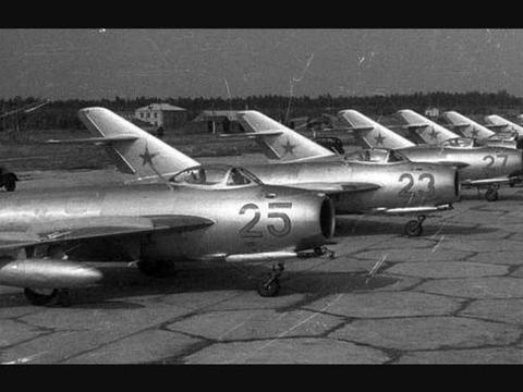 歼-5空中坦克:垂直机动性逆天,吊打美制F-86,古稀之年仍能战