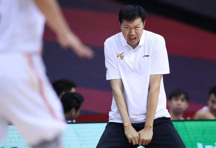 CBA第二支无缘季后赛!王哲林轰32+15送别对手球迷:八一有伴了