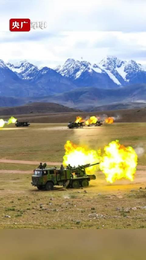 西藏军区某旅举行立体拔点实兵实弹演习……