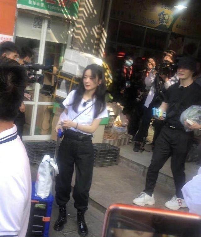 《中餐厅》路透曝光,黄晓明赵丽颖同框很养眼,张亮胖了