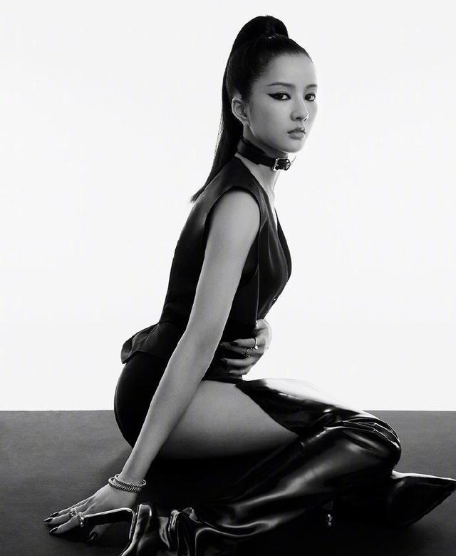 《创造营》特工大片,希林娜依·高挑战紧身衣,陈卓璇过膝靴抢镜