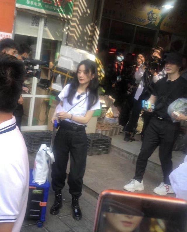 《中餐厅》路透,赵丽颖和黄晓明抢活干,张亮老了很多