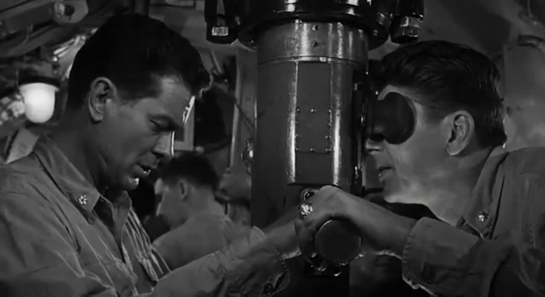 二战题材电影,二战退伍老兵出演指挥潜艇水下战斗……
