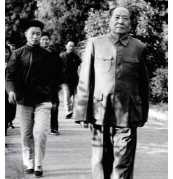 """毛主席重上井冈山,人群里认出此人直接喊""""嫂子好"""",她究竟是谁"""