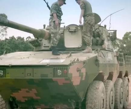 轮式突击车怎么开?装甲车的变速箱感觉好熟悉!