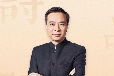 《中国诗词大会》评委康震,即兴作诗一首,却直接遭到网友质疑
