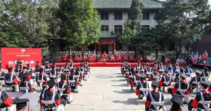 北京协和医学院致2020届毕业生:下一年,我们为你拨穗正冠