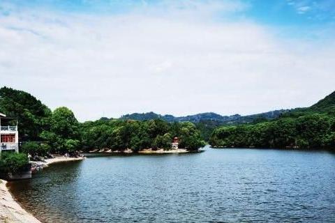 成都有一个绝妙的山水画景点,四周耸青叠翠,有万卉竞芳之感!