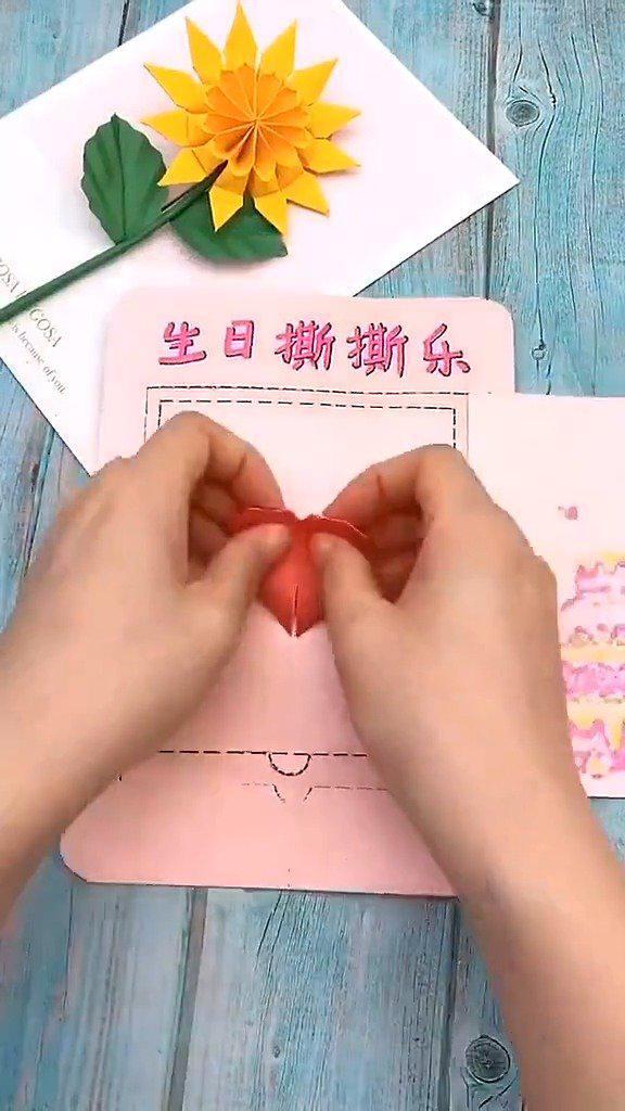 土和剪纸结合的亲子手工推荐,利用彩纸制作孩子喜欢的小动物……